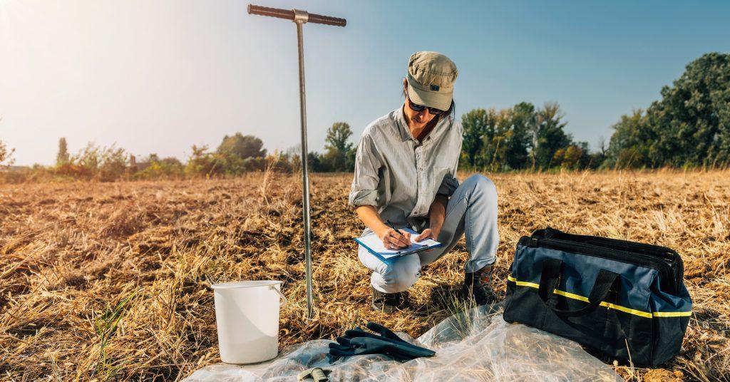 Misurazione dei gas rilasciati dalla superficie del terreno con i Canister